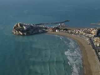 Peñíscola, alójate en una península en el mar
