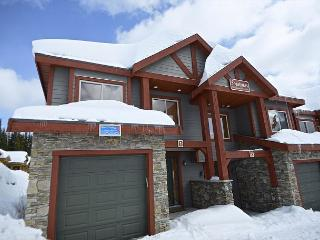 SnowBanks 1 Upper Snowpine Location Sleeps 11, Big White
