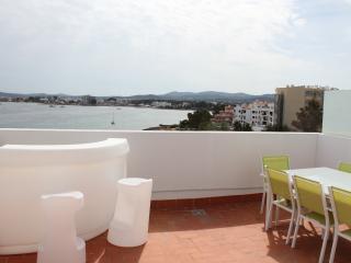 Atico primera linea en Ibiza