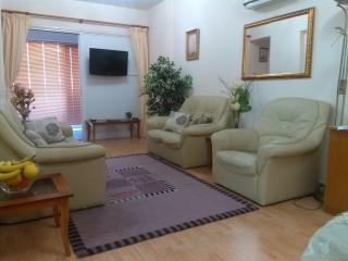 Carisa Holiday Apartment-3 Bed Sleeps 6 with Pool, Larnaka City