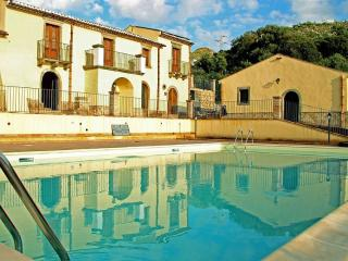 PATITIRI DOUBLE ROOM+POOL(n°2)near Savoca&Taormina