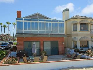 Oceanfront Single Family Home! Beautiful Views! (68230), Newport Beach