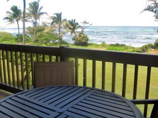Kaha Lani Resort #224-OCEANFRONT 2 BR, end unit, Lihue