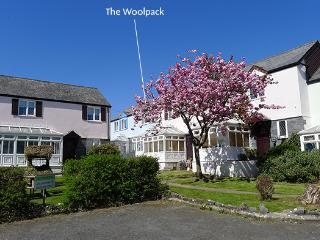 Pet Friendly Holiday Cottage - The Woolpack, Ivy Tower Village, St Florence, St. Florence