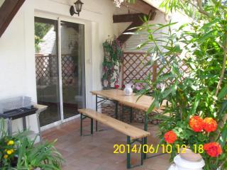 terrasse ombragée , avec barbecue