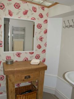 Dressing table in the wash area