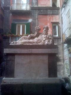La statua del Nilo a 30 m da casa