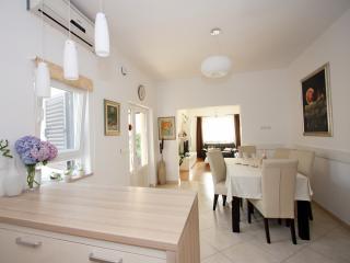 Deluxe Apartment Villa Dinka