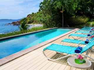 Sunset Beach: Beachfront Villa!