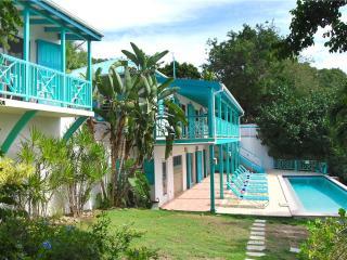 Sunset Beach: Beachfront Villa!