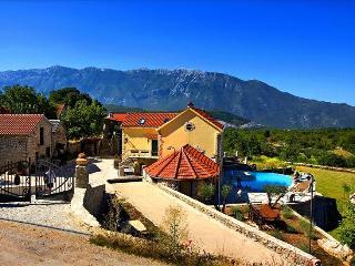 Enjoy the Rustic Experience of this Villa Hacienda Dalmatia, Grabovac