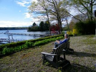FAIRVIEW | BOOTHBAY MAINE | SALT WATER RIVER | DOCK & FLOAT | SLEEPS SIX|PET-FRIENDLY, Boothbay