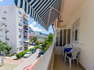 Apartments Mirko - 36201-A6, Makarska