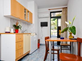 Apartment and Rooms Ivan - 45191-A7, Makarska