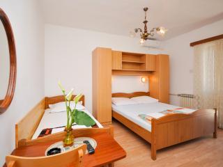 Apartment and Rooms Ivan - 45191-S5, Makarska