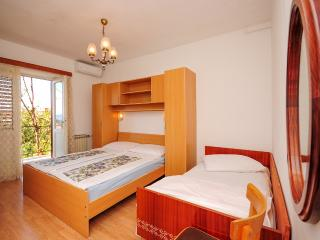 Apartment and Rooms Ivan - 45191-S6, Makarska