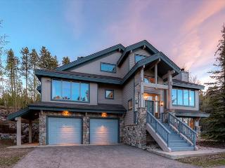 Boulder Ridge Haus: Slopeside Elegance!