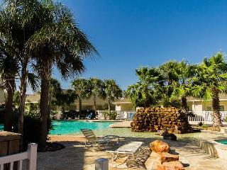 1BR North Padre Poolside Townhome, Near the Beach! Winter Texans Welcome!