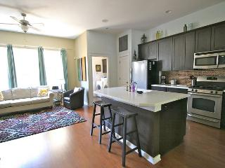 The Zach Scott - 2BR/2.5BA - Charming Family Town Home - Pool Access!, Austin