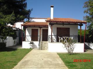 Villa Agape, Politika