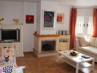 Comfortable Living Room with English TV/DVD /CD player + WiFi