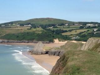 Pobbles Bay and Three Cliffs Bay within walking distance