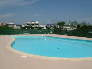 T 2 + cabine + loggia +   piscine + parking, Cap-d'Agde