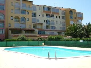T 2 + cabine + loggia +   piscine + parking