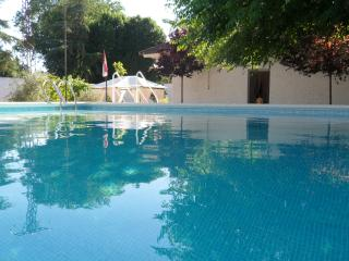 Casa Rural Huecos de San Miguel, piscina y deporte