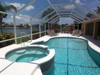 Villa Rose - 3b/2.5ba SW Cape Coral Home, Electric Heated Pool/Spa, Gulf Access Canal, HS Internet,