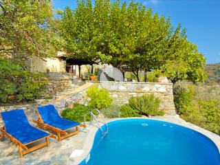 MULBERRY TREE COTTAGE, WITH PRIVATE POOL AND VALLEY VIEWS, A PERFECT ESCAPE