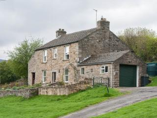 HIllcrest Cottage - edge of village location - private - pub nearby - woodburner