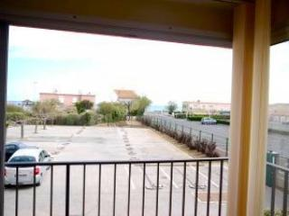 Beach apartment Cap d'Agde with balcony and sea views sleeps 4