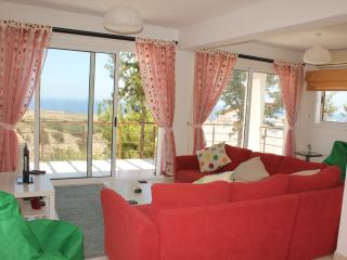 Pine View, Bahceli
