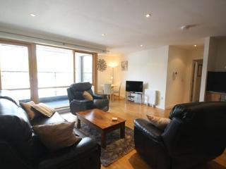 9 Courthouse Square - Superb boutique style 2 bed apt in centre of town, Clifden