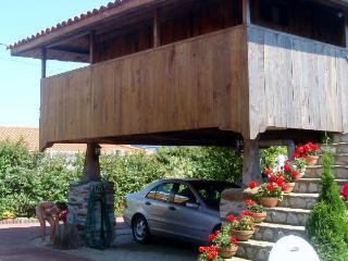 Hórreo en Asturias. Playa y montaña. Somao, Somado