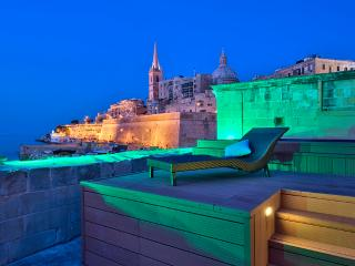 Waterfront Valletta House With Pool, La Valette