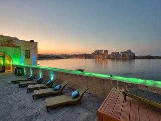 Waterfront Valletta House With Pool, La Valeta