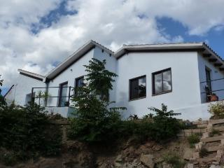 Casa Luca - friendly, bright and open holiday home, Cútar