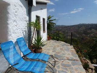 Casa Luca - breathtaking view, bright and friendly, Cútar