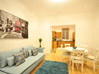Argylle Square - 4 Bedroom house with Gar, London