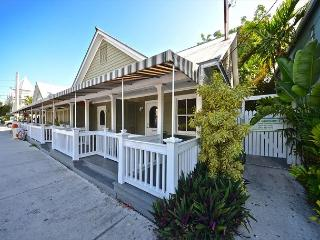Heron Suite - Old Town Studio - 3 Hot Tubs - Grill - One Block from Duval St, Key West