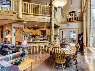 Welcoming and spacious cabin w/ community pool, hot tub, tennis, and sauna!, McCall