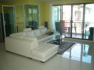 Condo for rent Central Pattaya,130 sq.m.,center of Pattaya,pool view.