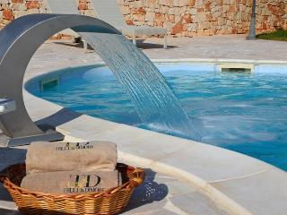 VILLA LUNA, Traditional Casale with Pool