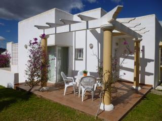 51. Chalet muy acojedor con jardines, San Juan de los Terreros