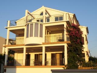 Perfect apartment for 4, BEACH 5 min, Hvar