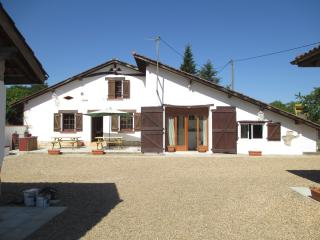 Lovely farmhouse with pool, badminton, boules etc, Hossegor