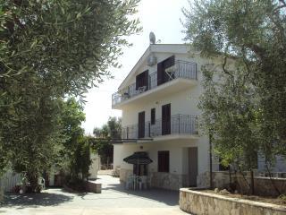 Piccolo Uliveto - Bilocale piano terra in Villa