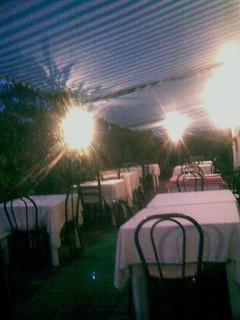 la cena all'aperto con vista piscina,cucina ottima e accurata,piatti della tradizione  e ingred